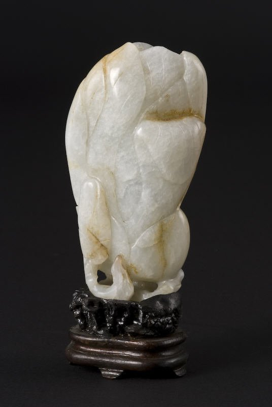 15: Chinese Qing Dynasty carved jade vase