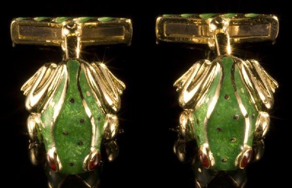 16: Pr. David Webb 18K gold and enamel frog cufflinks