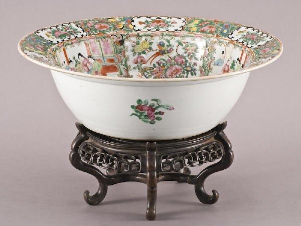 24: Chinese Qing porcelain rose medallion washbasin