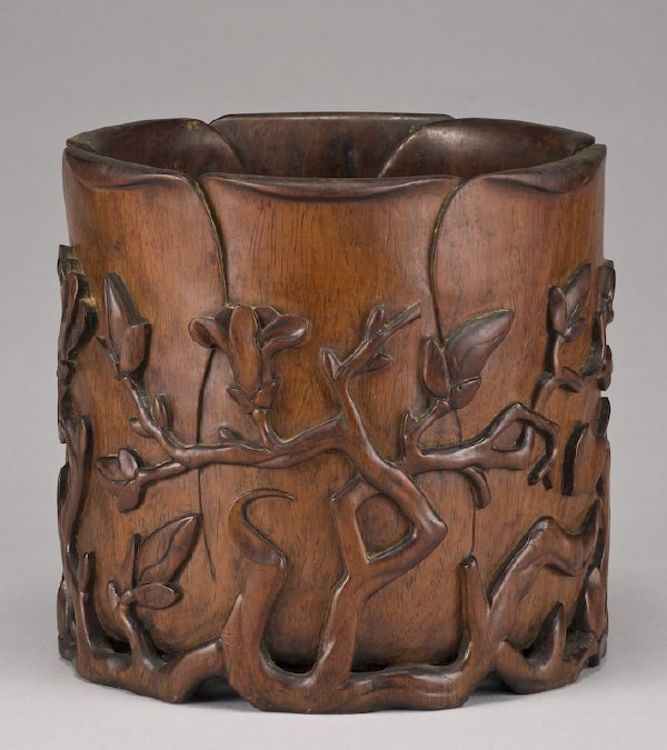 109: Chinese early Qing carved huanghuali brush pot