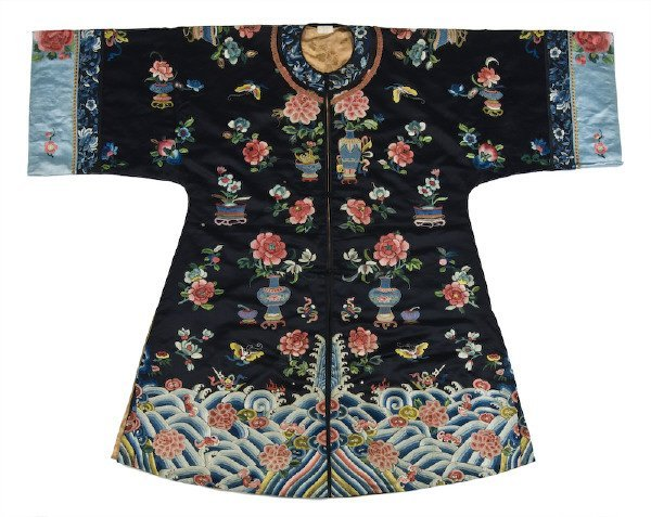 309: Chinese Qing embroidery lady's robe depicting