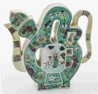 Chinese Qing susancai porcelain teapot,