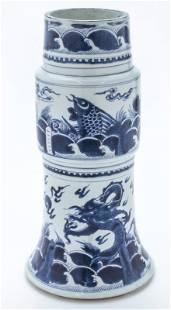 Chinese Qing kangxi blue & white Gu vase,