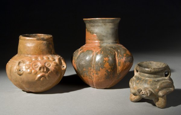 24: 3 Pcs. Pre-Columbian pottery including: (1) Preclas