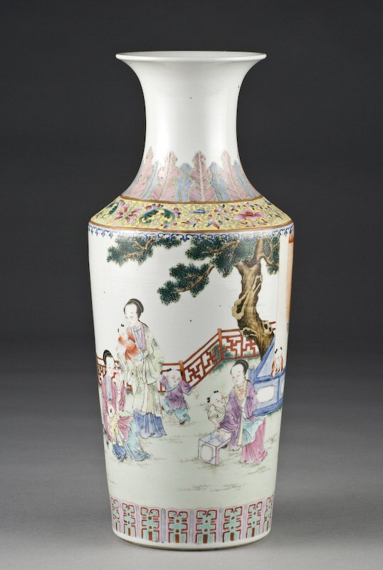 18: Chinese famille rose porcelain vase depicting