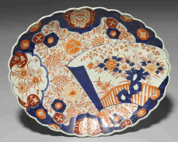 "20: A 15"" Imari dish with a lobed body and scalloped"