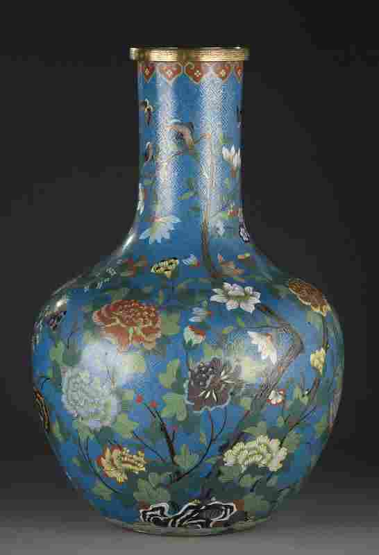 Chinese Qing cloisonne Tianqin vase depicting