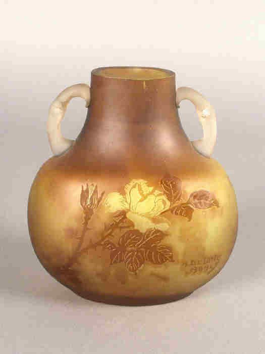 97: A DeLatte French Cameo vase,
