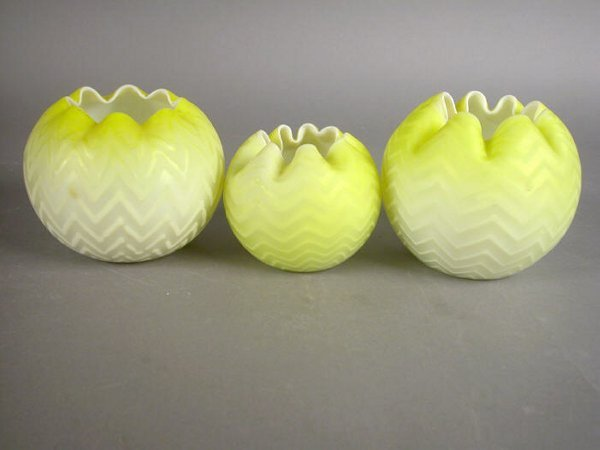 516: (3) yellow Mother Of Pearl rose bowls,