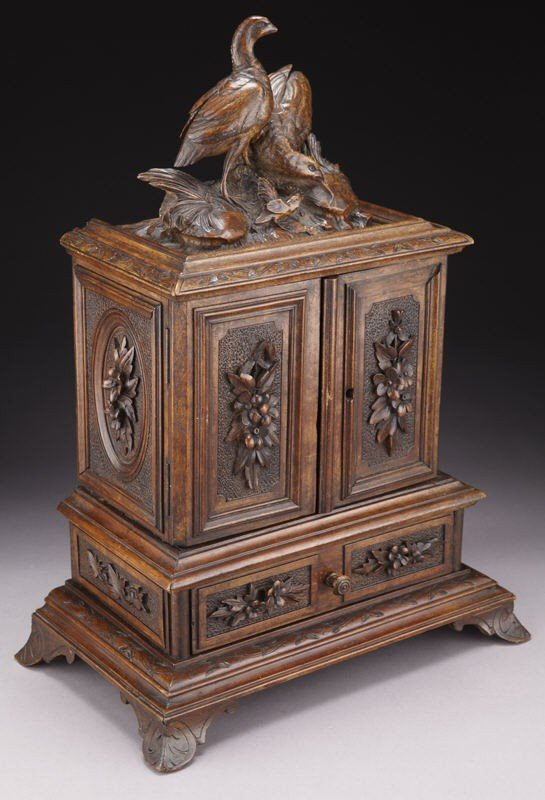 4: Black Forest carved box, the rectangular cabinet - 2
