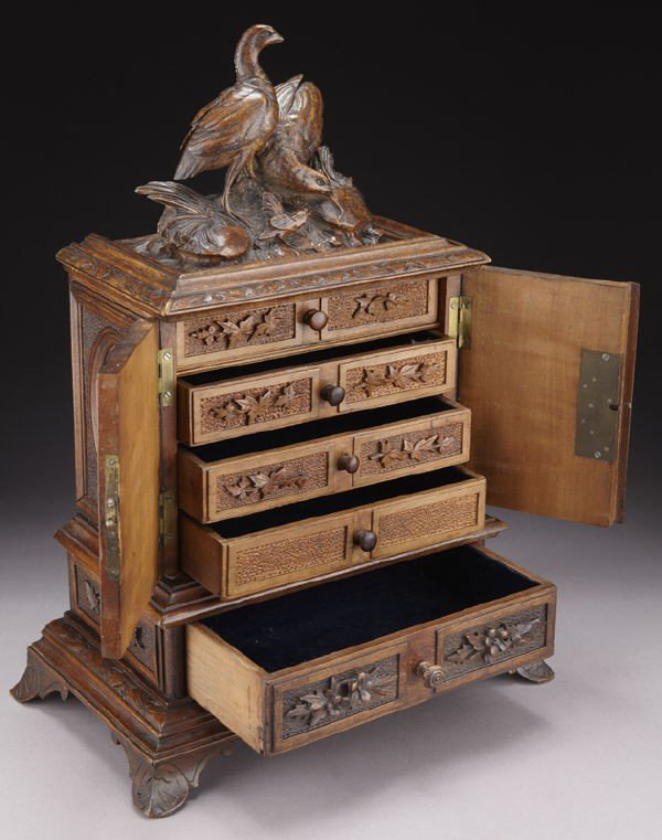 4: Black Forest carved box, the rectangular cabinet - 4