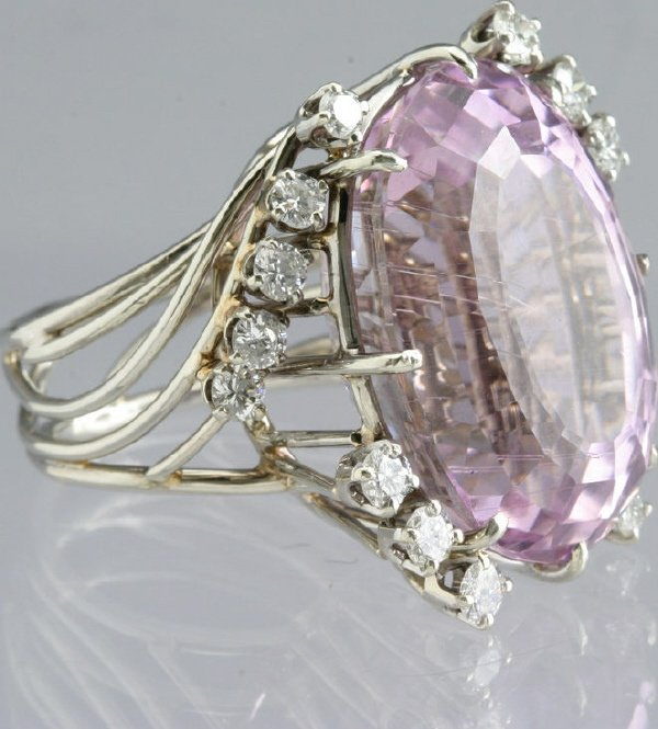 117: Ladies 14K white gold, diamond and kunzite ring