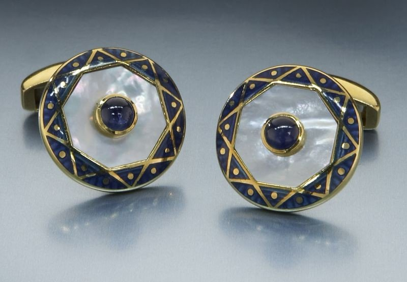 6: Pr. 18K gold Deakin and Francis cuff links