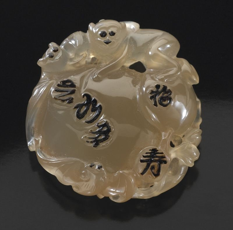 405: Chinese Qing carved Su Zhou agate toggle