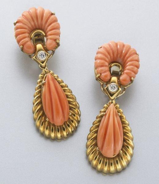 17: 18K gold Van Cleef and Arpels coral earrings