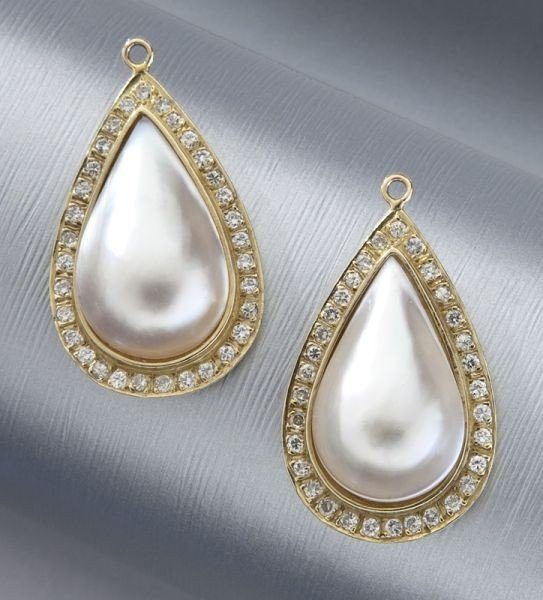 17: Pr. 14K gold, diamond and mabe pearl earring