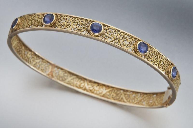 24: Retro 18K gold and sapphire filigree bracelet