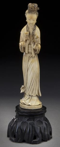 16: Chinese Qing carved ivory figure