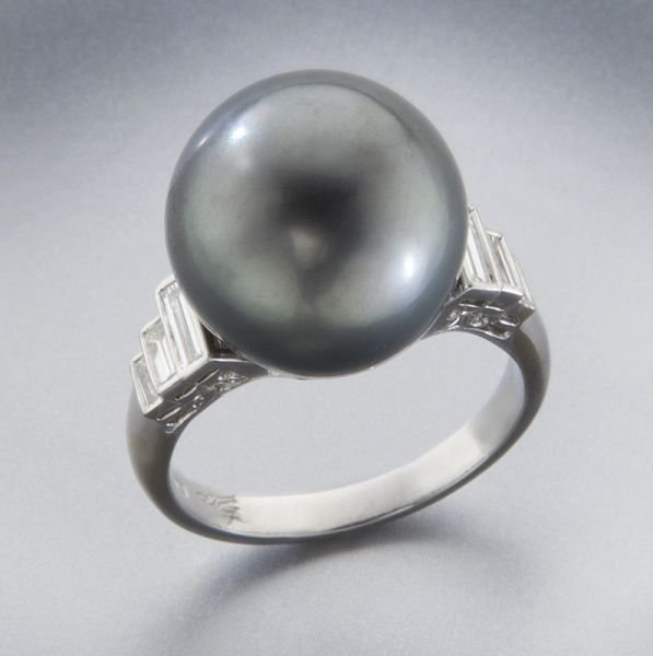 18: 18K gold, diamond and Tahitian pearl dinner ring