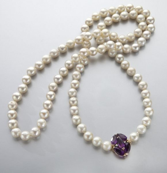 16: 14K gold and pearl necklace with an amethyst and