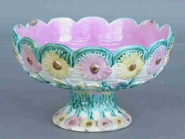 503: Majolica footed bowl with daisy motif