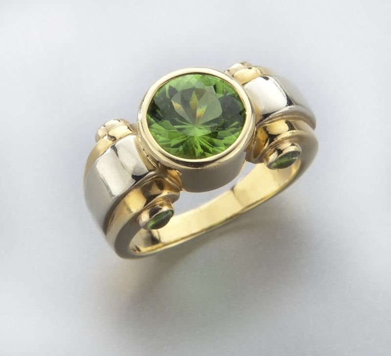 Art Deco style 18K gold and peridot ring