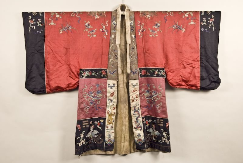 Chinese Qing red silk dragon robe