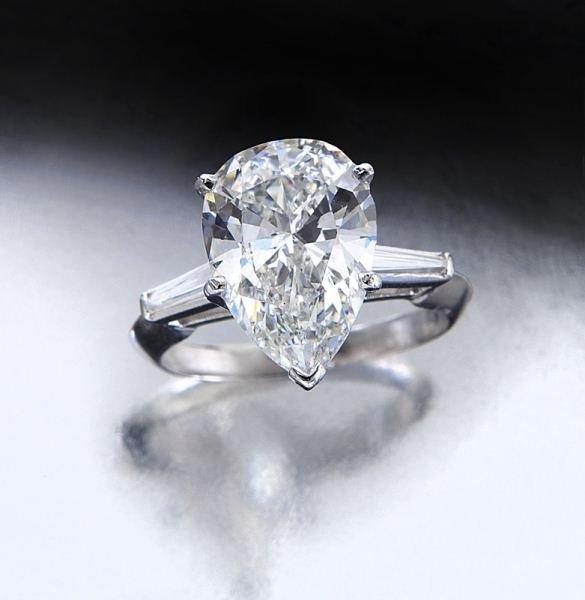 Plat, 4.16 ct. (GIA) pear shaped diamond ring