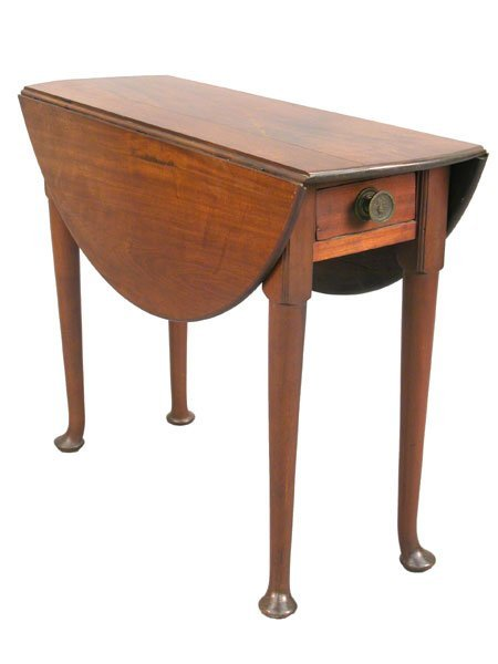 522: Queen Anne drop-leaf tea table with sing
