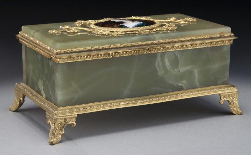 Onyx jewelry box with gilt bronze mounts,