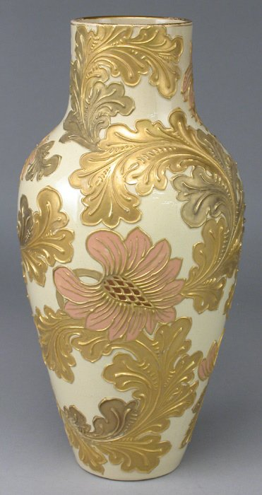 17: A Wedgwood Golconda vase with gilded and color