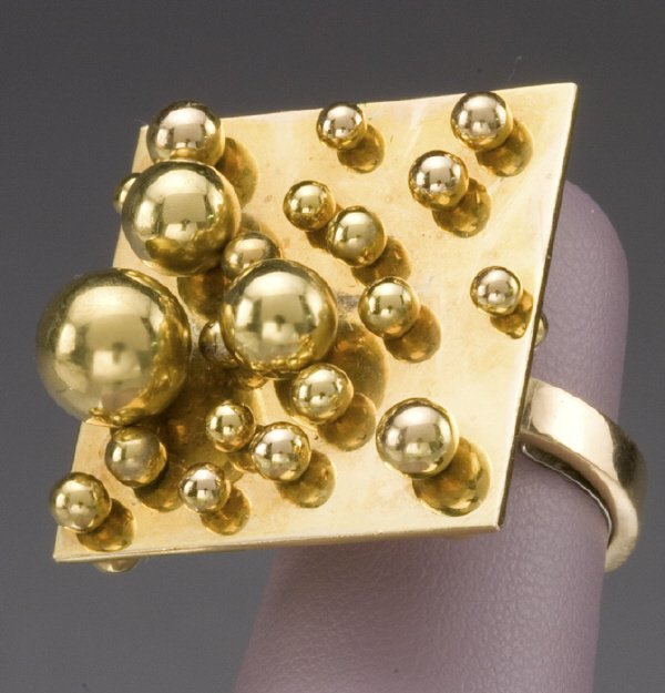 123: Pol Bury 18K ring with balls of varying sizes