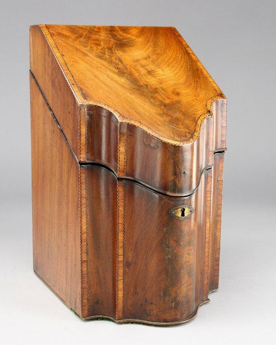 10: Georgian banded mahogany and marquetry knife box,