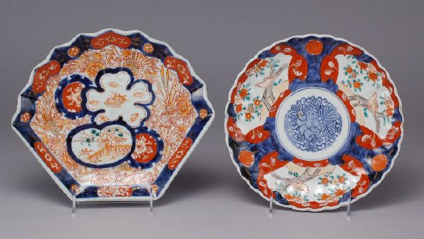 307: (2) Japanese Imari Meiji plates, fan shaped