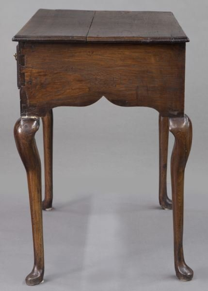Small 18th C. English oak dressing table with - 3