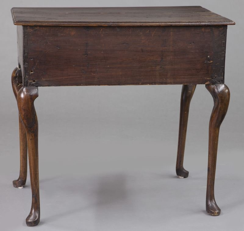 Small 18th C. English oak dressing table with - 4