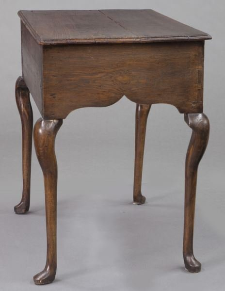 Small 18th C. English oak dressing table with - 5