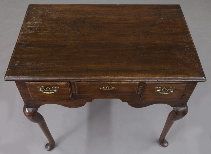 Small 18th C. English oak dressing table with - 6