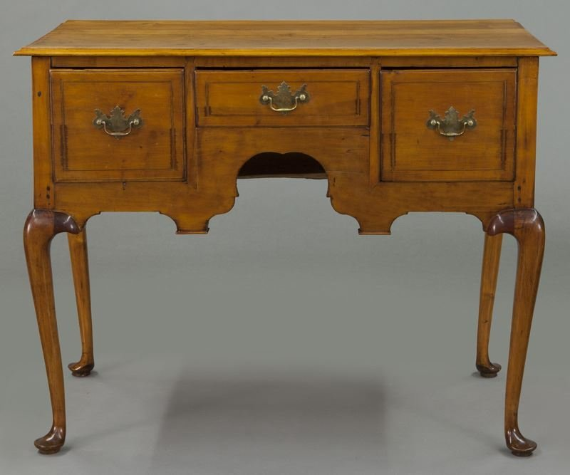 American 18th C. inlaid maple dressing table - 2