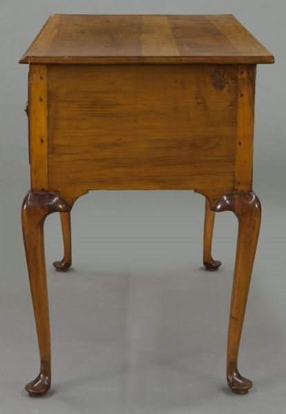 American 18th C. inlaid maple dressing table - 3