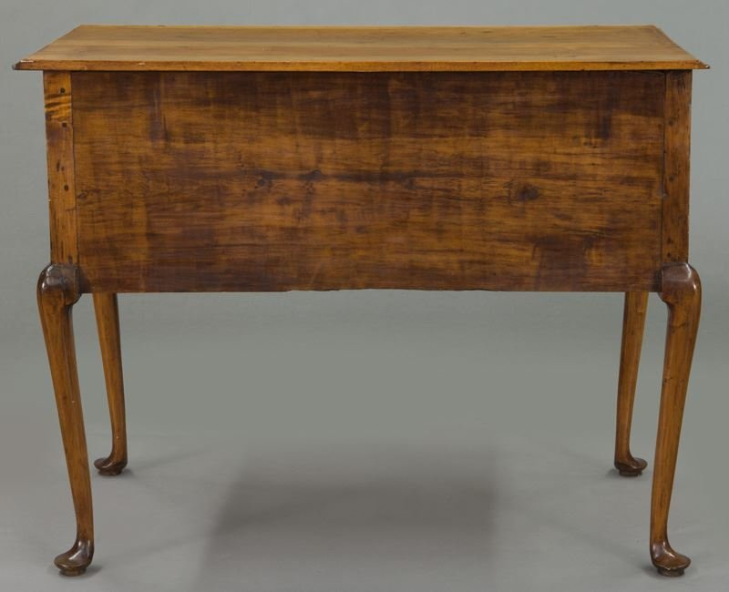 American 18th C. inlaid maple dressing table - 4