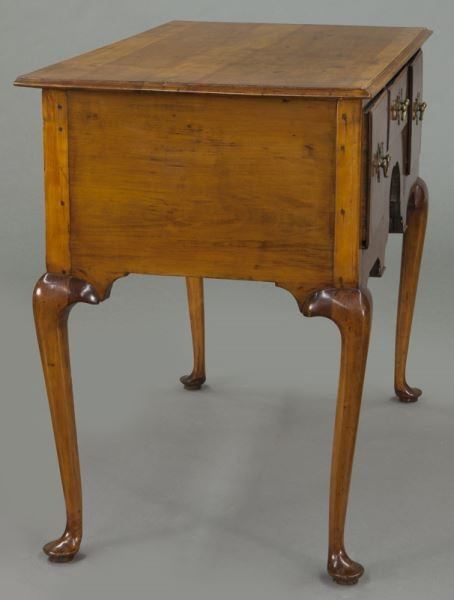 American 18th C. inlaid maple dressing table - 5