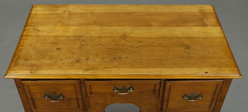 American 18th C. inlaid maple dressing table - 6