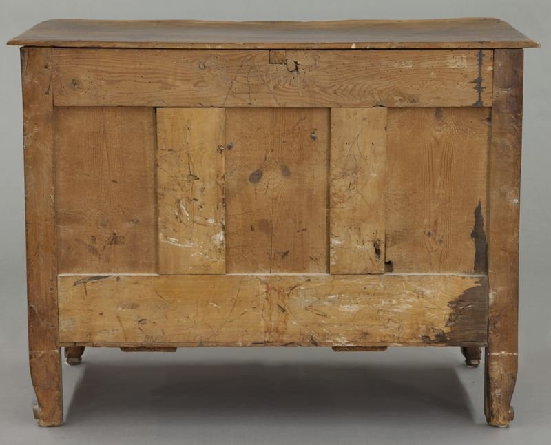 18th C. Country French serpentine front commode - 4