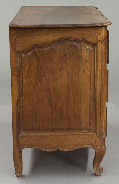 18th C. Country French serpentine front commode - 5