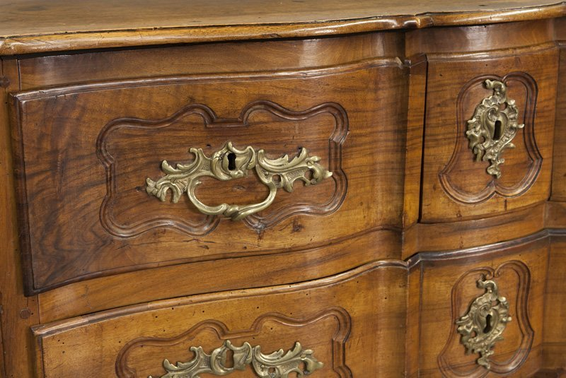 18th C. Country French serpentine front commode - 8