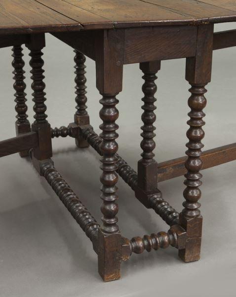 Large 18th C. English oak oval gateleg table - 8