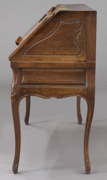 Early 18th C. French walnut drop front bureau - 3