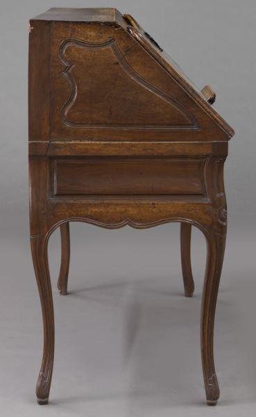 Early 18th C. French walnut drop front bureau - 5
