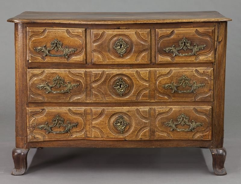 18th C. Country French walnut 5-drawer commode - 2